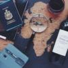 世界地図とワインとパスポート